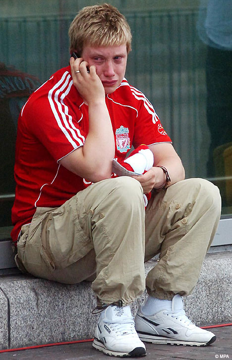 liverpool-fan-crying.jpg